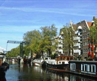 bootje amsterdamse grachten mooie vaarroutes over de amsterdamse grachten met een