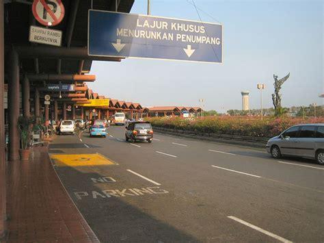 Manajemen Operasional Bandar Udara by Restoran Cepat Saji Terbakar Operasional Bandara Soekarno