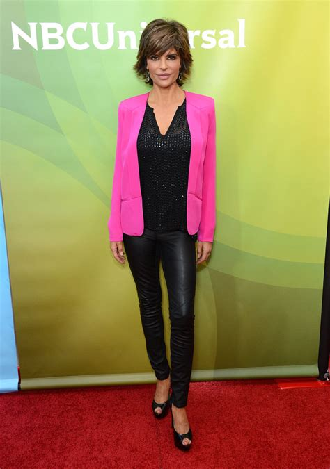 How Does Lisa Rinna Stay Skinny | lisa rinna skinny pants lisa rinna looks stylebistro