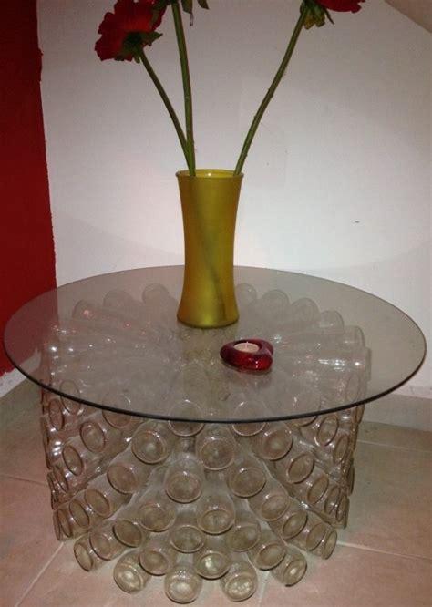 artesanato mesa feita com garrafas de vidro reciclada