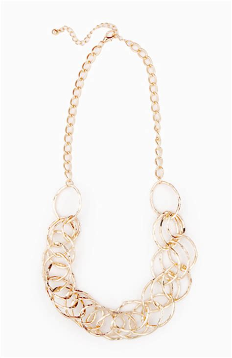 overlap hairstyle over chain overlapping ring necklace in gold dailylook