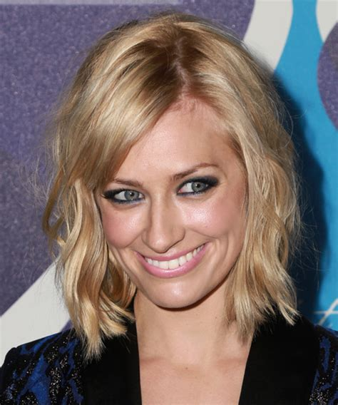 beth behrs hairstyle wavy medium beth behrs medium wavy casual hairstyle with side swept