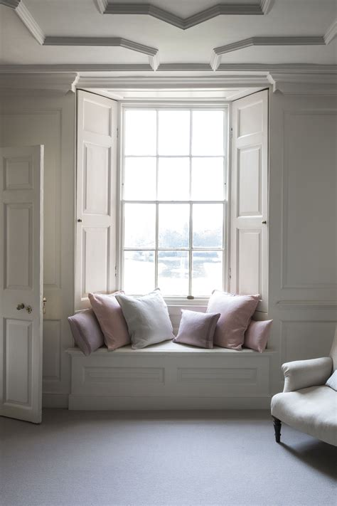 bedroom window seat would like to build around the window so we have the image
