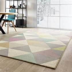tapis moderne de salon multicolore pastel aux formes