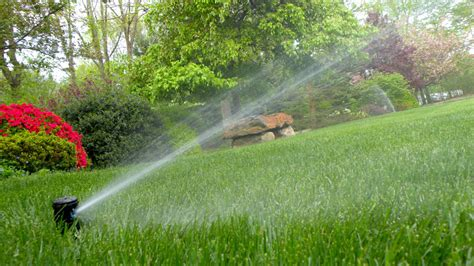 best lawn sprinklers which are the best lawn sprinklers lawntech