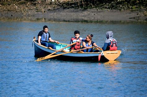 rocking the boat bronx high school students spend a year studying the bronx river