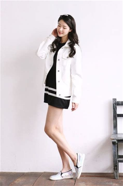 Sendal Wanita Fashionable Aphrodite White Sandals how to wear skirt in korean daily fashion style