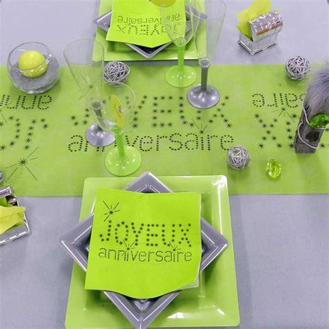 chemin de table anniversaire vert anis d 233 co de table f 233 ezia