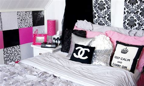 Chanel Bedroom by Everything In This Room Cool Bedrooms Chanel And Pillows