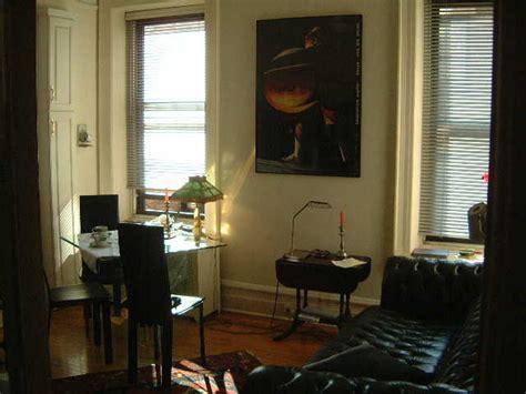 Kleines Apartment Wohnzimmer by New York Apartment Ferienwohnung In New York