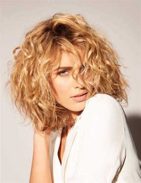 coiffure blond trs clair mi carr tendance cheveux les cheveux boucl 233 s pourquoi ils nous tentent archzine fr