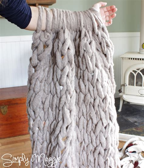how do you knit a blanket how to arm knit a blanket in 45 minutes www simplymaggie