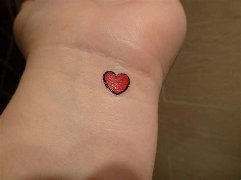 Handgelenk Herz herz bedeutung und ideen tattoos valentinstag
