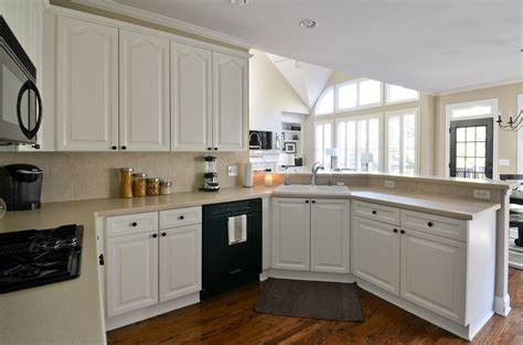 painting kitchen cabinets before and after painted kitchen cabinets before and after to newlywedism