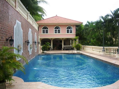 five bedroom house with a swimming pool for sale in panama