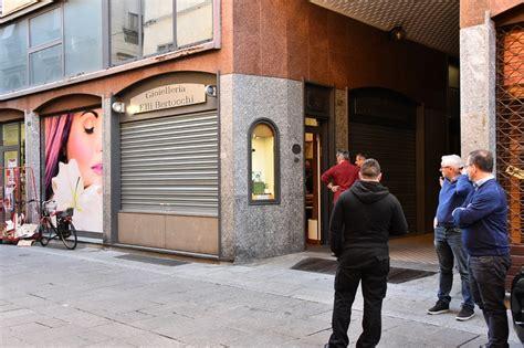 il fatto molfetta rapina interno 45 commando di 4 persone assalta una gioielleria in centro