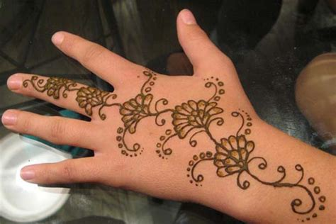 henna design hand beginners 10 best and beautiful mehndi designs for kids easyday