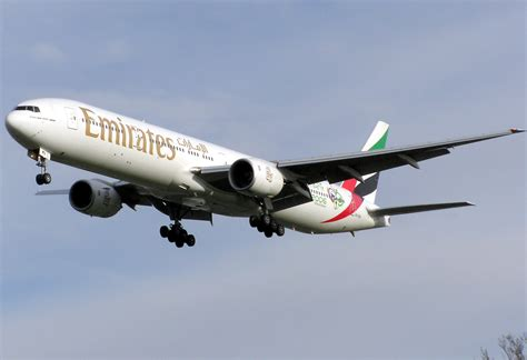 Pictures Of Planes file emirates b777 300 a6 emv arp jpg wikimedia commons