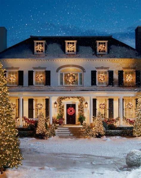 home decor ideas evergreen holiday wreaths on windows