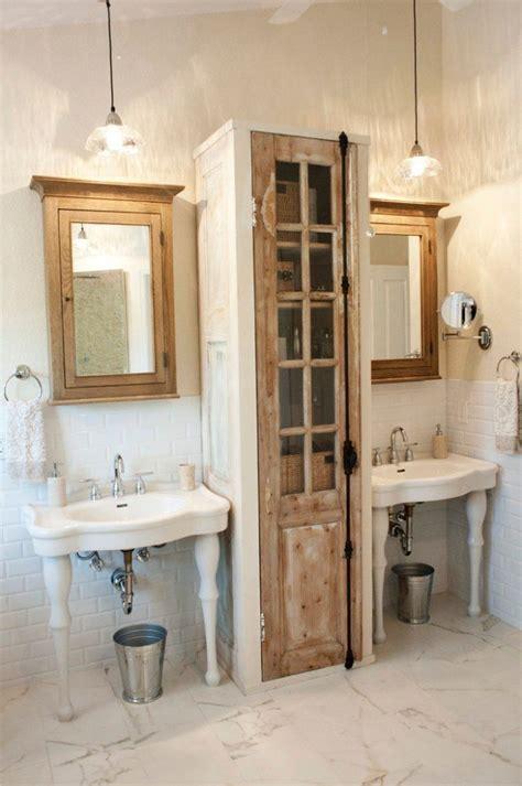 Charmant Armoire Chambre Porte Coulissante Miroir #6: Lavabo-sur-pied-meubles-bois-salle-bains-vintage.jpeg