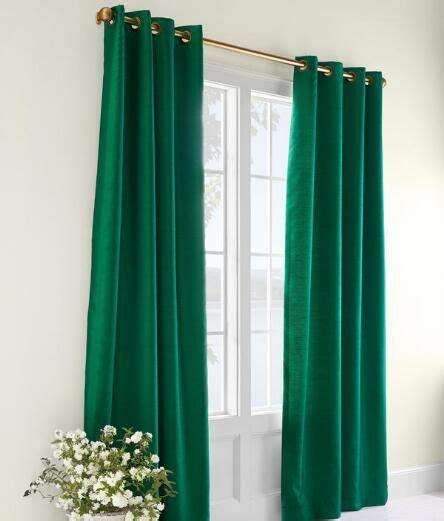 emerald green curtains 25 best ideas about burgundy curtains on pinterest grey