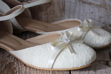 Brautschuhe Ivory by Flache Brautschuhe Aus Spitze Mit Schleifchen Ivory