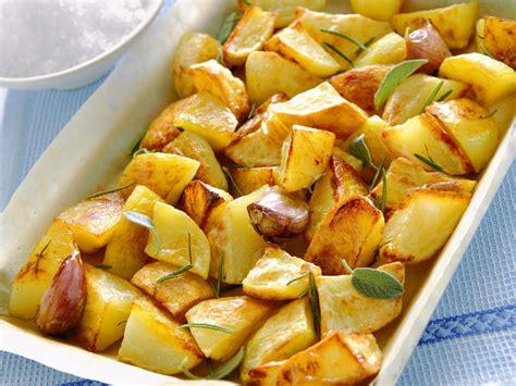 cucinare le patate al forno come cucinare le patate al forno croccanti sale pepe