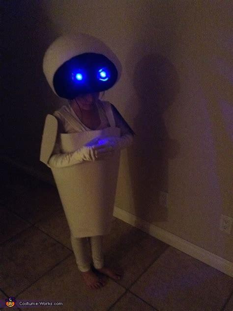 eve  wall  diy costume