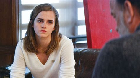 emma watson nouveau film tom hanks and emma watson can t save the circle tribeca