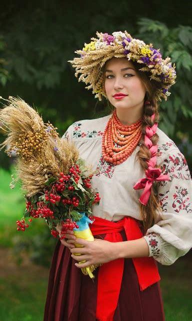 eastern european hairstyles 花嫁姿にうっとり 世界中の民族衣装まとめ marry マリー