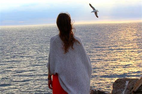 imagenes mujeres en el mar el misterio femenino la duda