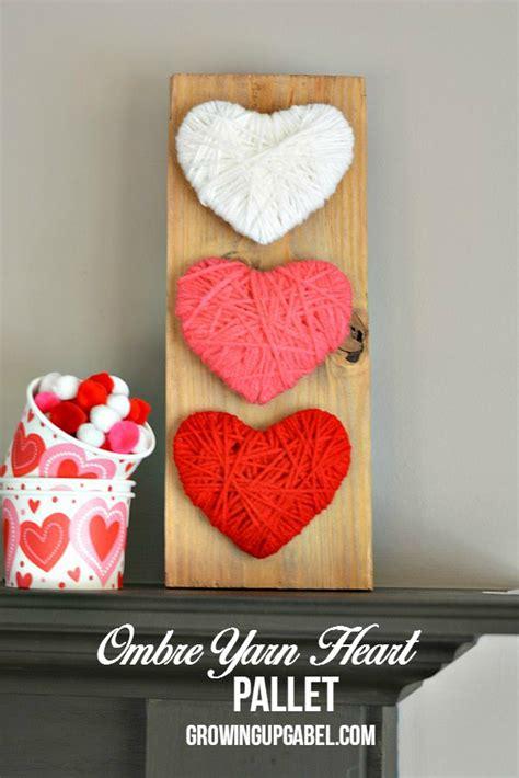Halloween Kid Decorations - ombre yarn heart wood pallet craft