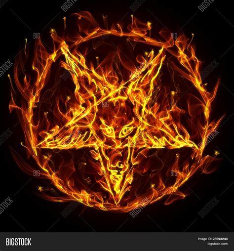 imagenes pentagrama satanico pentagrama sat 226 nico de fogobanco de fotos banco de