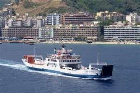 porto di messina traghetti traghettamento ferroviario sullo stretto a forte rischio
