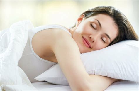 how to go to bed earlier what helps to fall asleep strategies how to go to bed