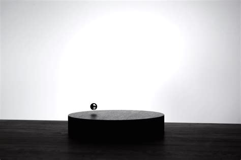 flyte clock a levitating time piece by flyte ignant com