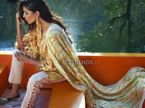 Model Pashmina 2016 lakhany silk mills winter shawl collection 2016 e trends
