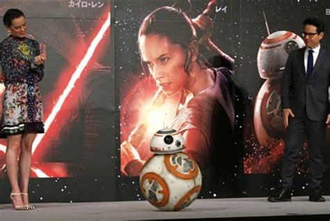 aktor indonesia yang ikut film star wars ini peran trio the raid dalam star wars the force awakens
