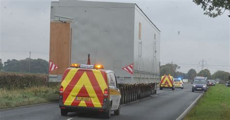 hull daily news online hull events hull daily mail traffic updates as huge 75 tonne delivery makes its way to