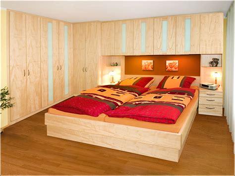 Schlafzimmer Mit Schwebetürenschrank by Schlafzimmer Mit Bett 252 Berbau Schlafzimmer House Und