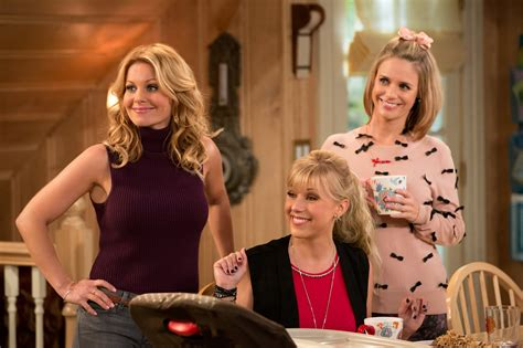 house season 2 fuller house 28 images the new fuller house teaser the whole family moviefone