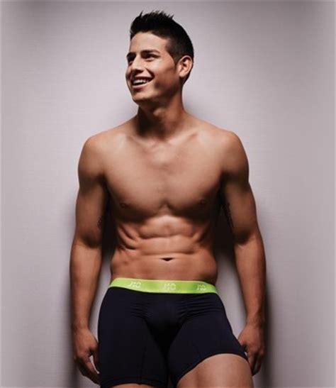 maluma sin nada de ropa maluma en ropa interior top 10 de los hombres m 225 s sexy