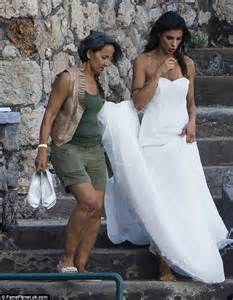 elisabetta canalis wedding dress elisabetta canalis shows off her washboard abs as she