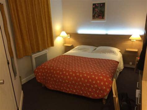 eclairage tete de lit la chambre avec 233 clairage led dans la t 234 te de lit et une literie de qualit 233 photo de hotel du