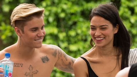 Are And Justin Dating by Justin Bieber Dating Shanina Shaik Meet His New Model