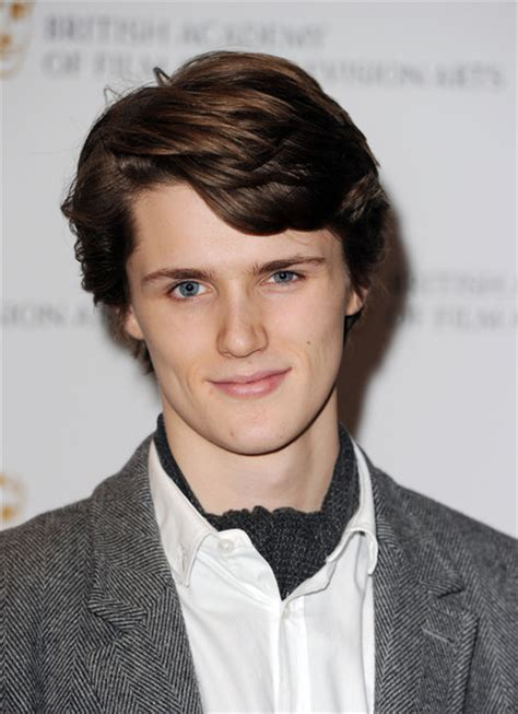 Eugene Simon | Doblaje Wiki | Fandom powered by Wikia Eugene Simon 2017