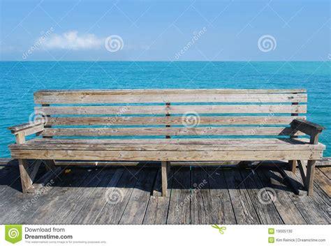 bench beach beach bench stock photo image 19005130