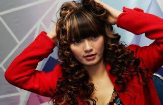 Model Rambut Zaskia Gotik by Foto Dan Gosip Artis Cantik Selebritis Zaskia Gotik