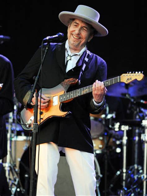 makeover bob dylan bob dylan show rechristens storied capitol theatre