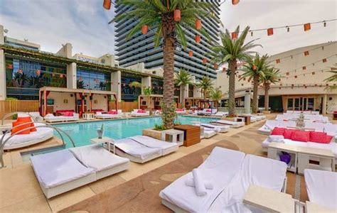 Big Lot Beds Vip Bottle Service Cost At The Coolest Dayclubs In Vegas